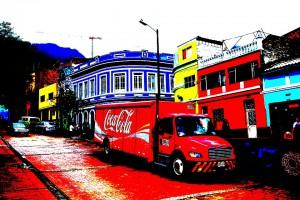 Efterbehandlad bild av gata i Bogotas koloniala kvarter
